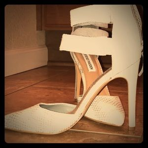 Steve Madden 3 inch heel, Grey Snake Skin Shoe